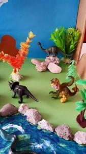 dinosaur_sensory_box