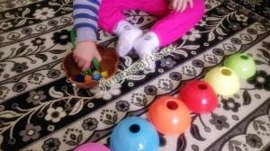 preschool_fine_motor_activity_with_jumbo_tweezers