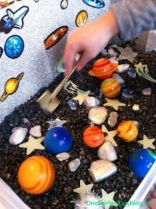 space themed sensory tub for kıds (49)