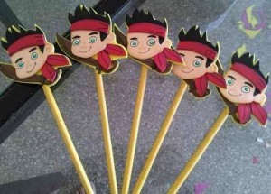 ınteresting pencil toppers you can make yourself (9)
