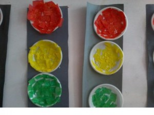 paper plate traffic lights crafts (1)