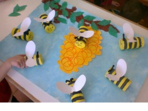 paper roll bee craft