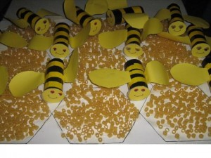 pasta and paper roll bee craft
