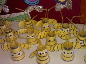 plastic cup bee craft