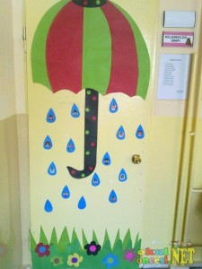 rain door decorations for school (1)