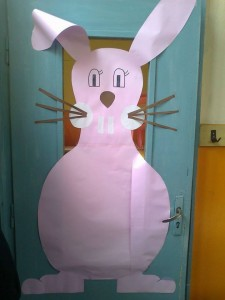 school door decoration for easter (1)