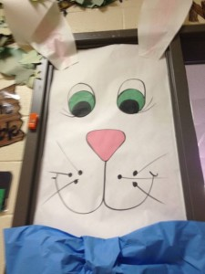 school door decoration for easter (8)