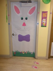 school door decoration for easter and spring  (6)