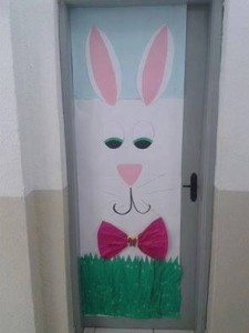 top easter classroom door decorations ideas  (4)