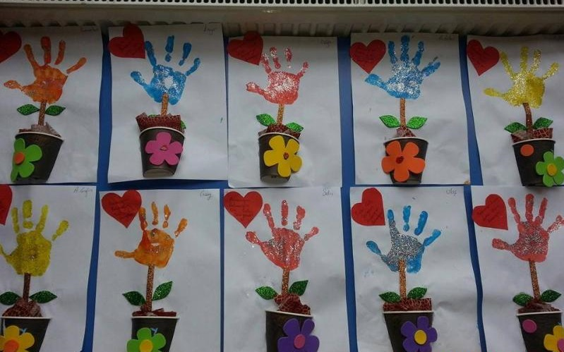 Arts and craft for toddler hand print flowers 1 for Flower arts and crafts