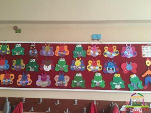 cd craft bulletin board  (7)