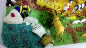 farm themed sensory bin