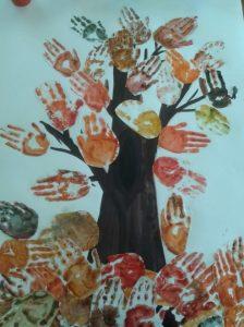 autumn-handprint-tree-crafts-for-kids-1