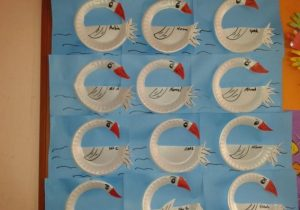 swan-paper-plate-bulletin-board-ideas