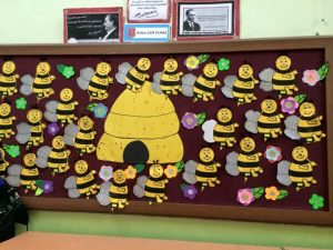 bee-bulletin-board-idea