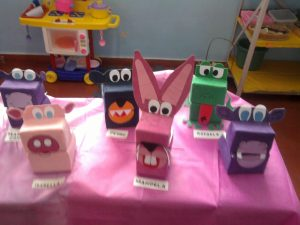 creative-animal-puppets-from-milk-bottles-2