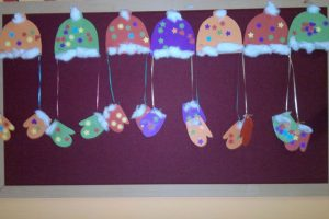 winter-gloves-hats-cotton-ball-crafts-for-preschool