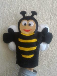 bee-puppet-show-craft