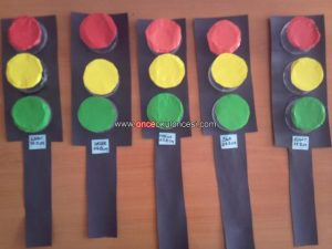 how-to-make-a-felt-and-cardboard-traffic-light-2