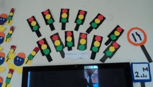 how-to-make-a-traffic-light-out-of-cardboard-1