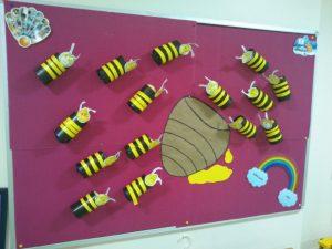 paper-roll-bee-bulletin-board-idea