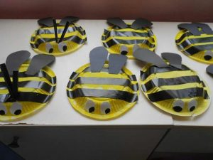 plastic-plate-bee-craft