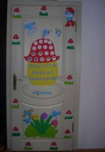 smurfs-village-door-decoration
