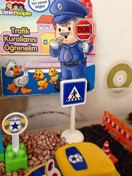 Police Sensory Bin Funny crafts