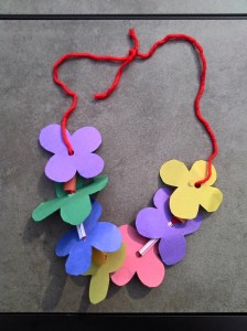 paper arts and crafts necklace