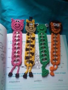hand knitted bookmark crafts (16)