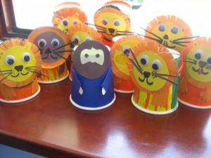 easy crafts made with recycled materials (2)