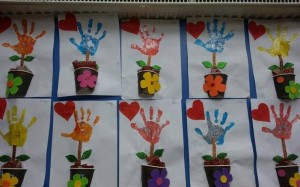 arts and craft for toddler hand-print flowers (1)