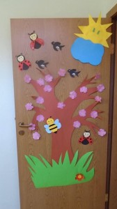 cool spring door decorations for preschoolers (2)