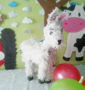 how to make a donkey pinata with pictures (3)