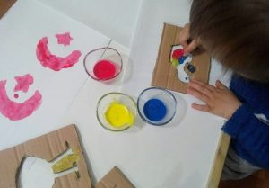 ideas for arts and crafts activities using cardboard