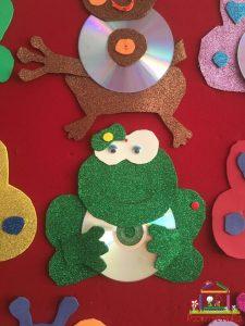 cd craft bulletin board (8)