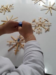 popsicle stick snowflakes for toddlers