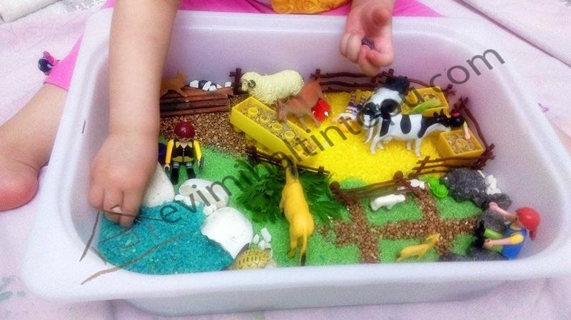 simple farm sensory play for kids
