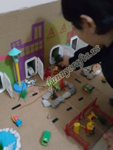 cardboard-sensory-boxes-for-toddlers-and-babies