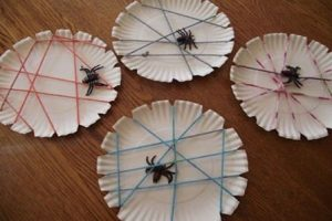 spider-paper-plate-bulletin-board-ideas-2