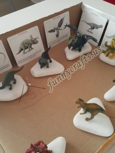 toddler-dinosaur-activities