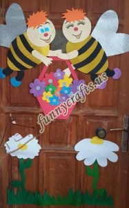 bee-door-decoration