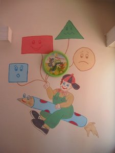 class-decoration-idea-with-shapes