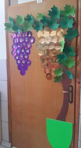 grape-door-decoration