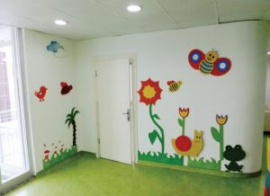 hallway-decorating-ideas-for-school-4