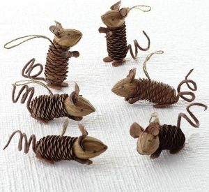pine-cone-mouse-craft