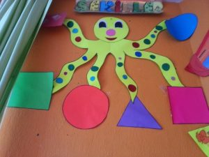 shapes-bulletin-board-ideas-classroom-decorations-for-kindergarten-1