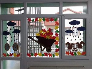 windows-decorations-for-classroom-2