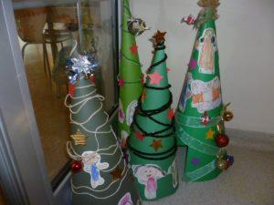cartoon-christmas-tree-craft
