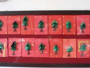 christmas-tree-bulletin-board-idea-5